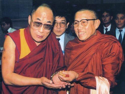 Dalai Lama and Ajahn Viryananda: 2 monks